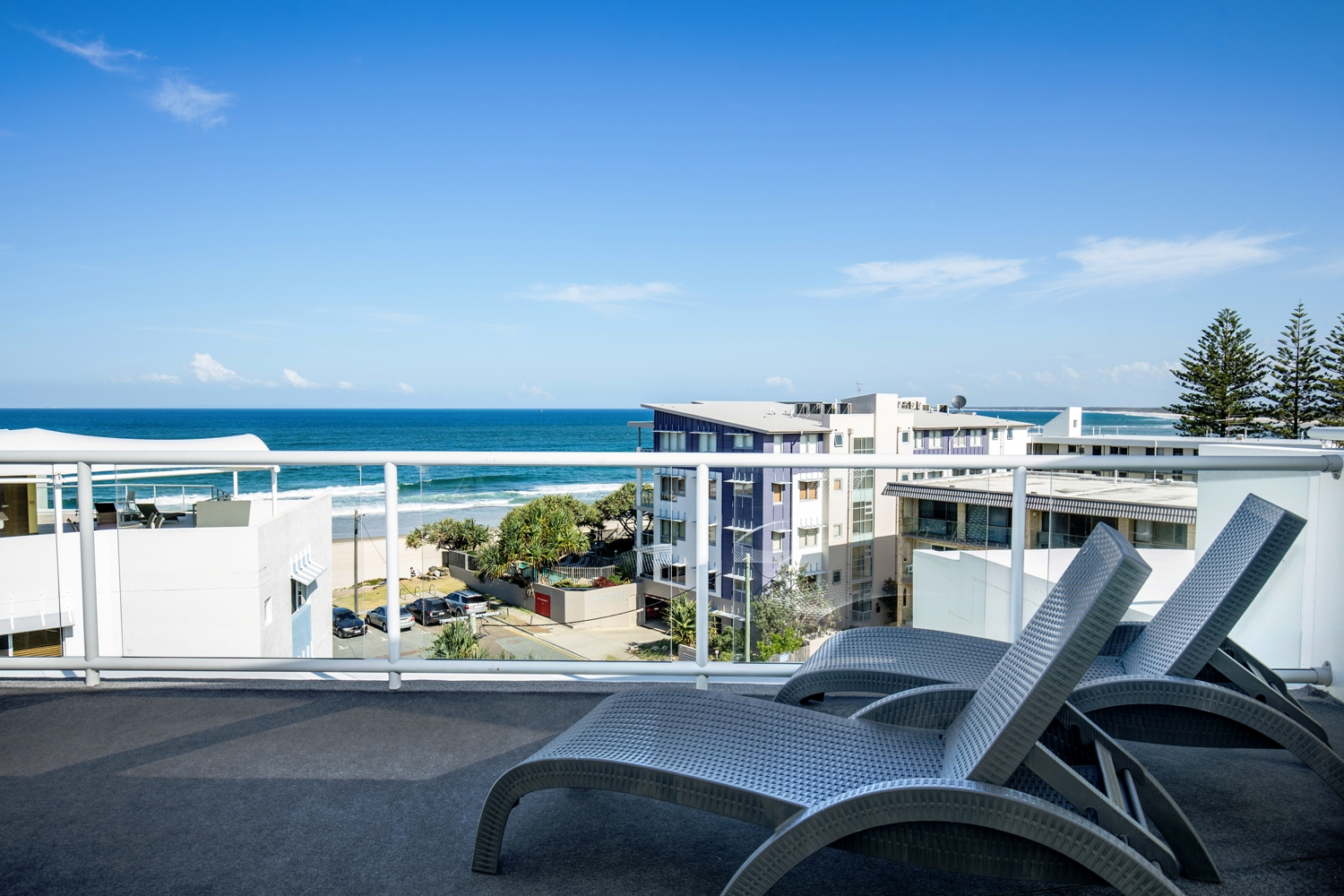 Rolling Surf Resort, 2 Bedroom Poolside Rooftop Apartment