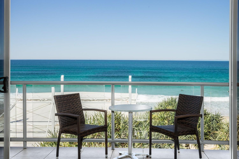 Rolling Surf Resort, 3 Bedroom Oceanfront Rooftop